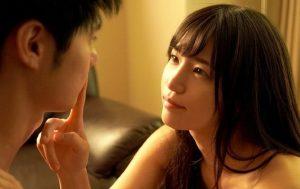 1 300x189 - 【高橋しょう子】妹の彼氏をNTRするグラドル 「ありのままの私を見てほしいの。」
