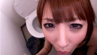 天海つばさ 320x180 - 【天海つばさ】トイレでいやらしい顔つきでフェラ 驚きの吸引力